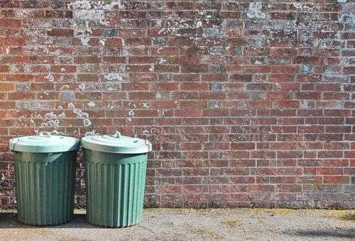 쓰레기통의 은유