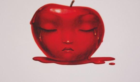 눈물 흘리는 사과
