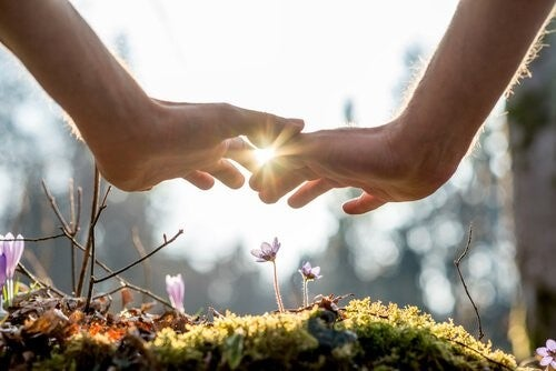 관계에서 정서적 친밀함을 높여줄 5가지 조언