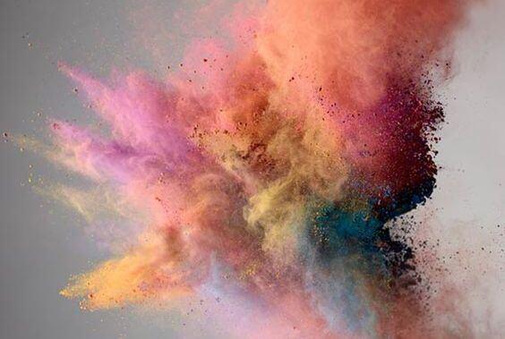 색깔 폭발