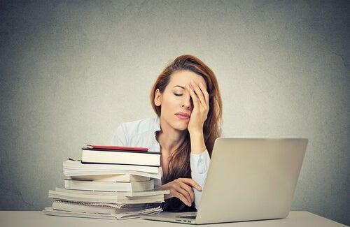 불면증: 피곤한 여자
