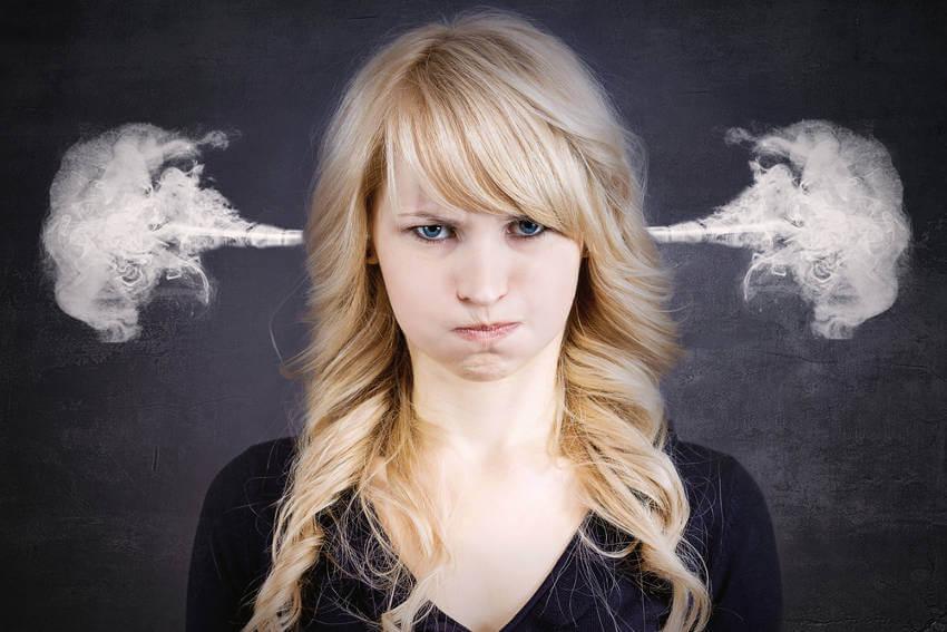 분노하는 여자