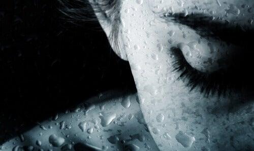 슬픔은 중독될 수 있다