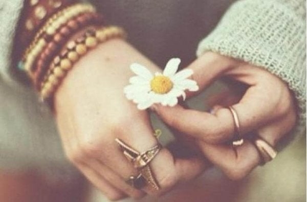 꽃을 든 손: 친구의 죽음