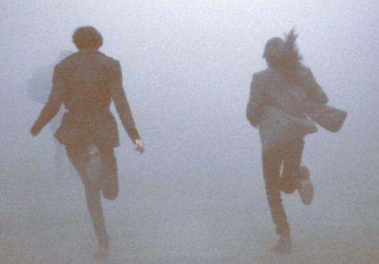 안개 속을 달리는 사람들