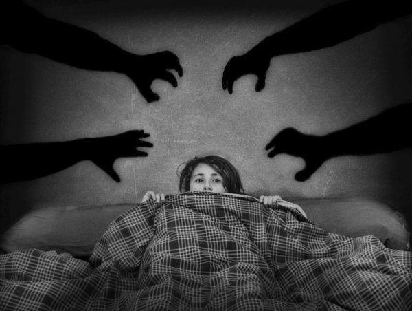 두려워하는 여자아이