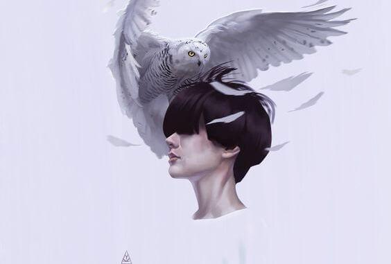 머리 위에 새가 앉아있는 여자