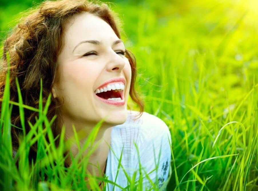 미소 짓는 법을 아는 여자