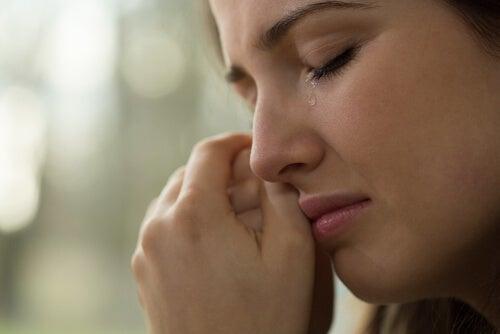 눈물 흘리는 여자