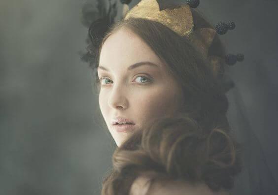 왕관을 쓴 여자