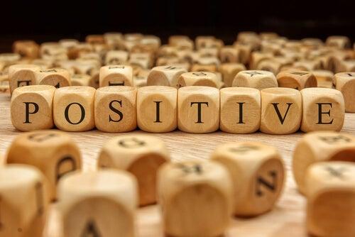 긍정적인 언어는 행복을 가져다준다
