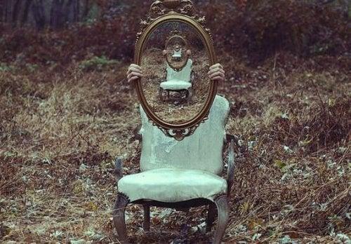 숲 속의 거울