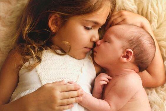 소녀와 아기