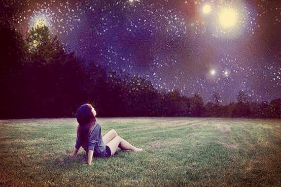 별밤 하늘을 보는 소녀: 질문하고 답을 찾는 데 각각 수년이 걸린다