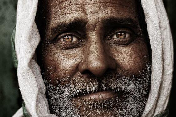 나이든 남자의 평온한 표정