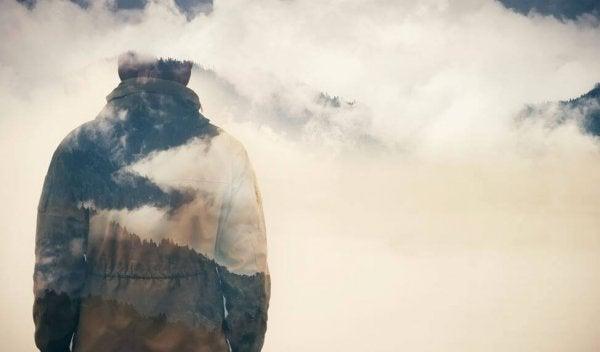 구름 속 사람: 자신감은 조롱에 대한 최고의 방어이다