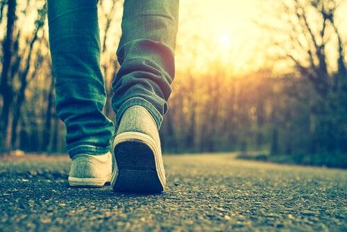 걷는 남자: 과학적으로 증명된 산책의 이점