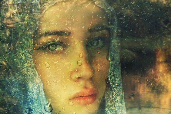 비오는 창을 내다보는 소녀: 우울증에는 논리가 없다.