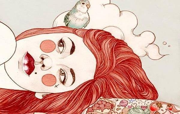 빨강머리 여자 위에 있는 새