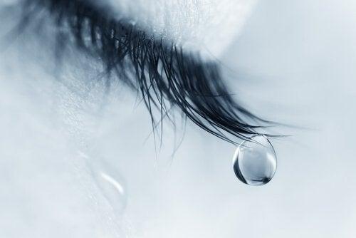 떨어지는 눈물 방울