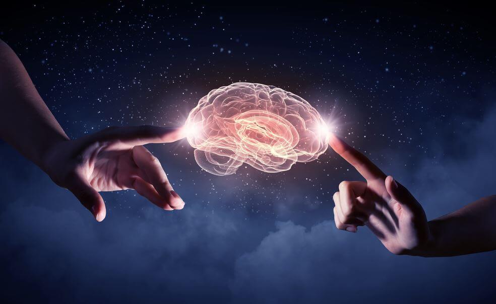 뇌를 만지는 두 손: 어려운 상황에서는 우리의 정신이 최고의 아군