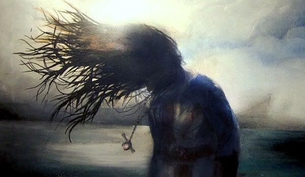 바람에 머리가 휘날리는 여자