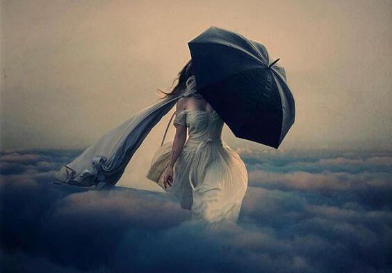 검정 우산의 여인