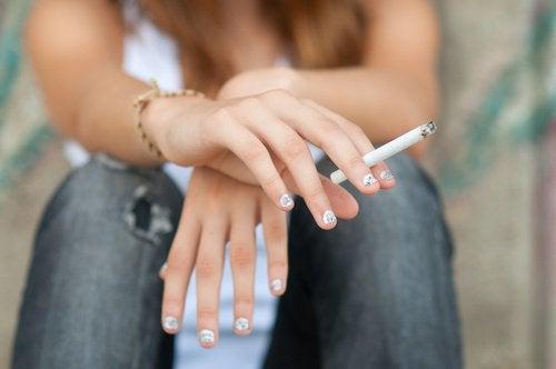뇌 건강을 유지하기 위해 피해야 할 7가지 습관 담배