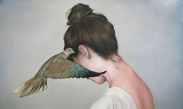 여자에게 속삭이는 새
