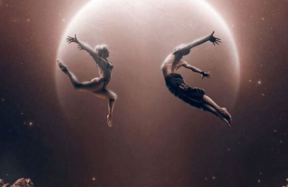 달에서 춤추는 커플; 삶은 사람을 빼앗아 가는 게 아니라, 불필요한 사람과 멀어지게 한다