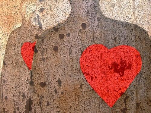 이루어질 수 없는 사랑에 대한 미묘한 이끌림
