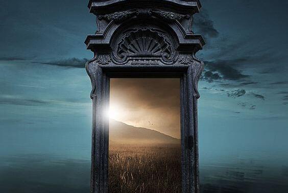 가끔은 한쪽 문이 열리면, 다른 세계가 펼쳐진다