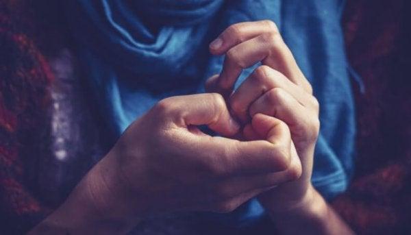 불안한 손