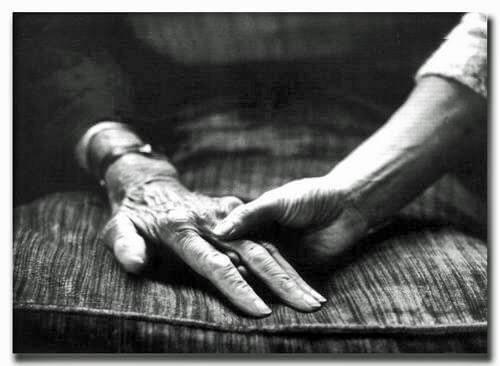 주름진 손
