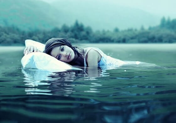 물 위에서 잠들기
