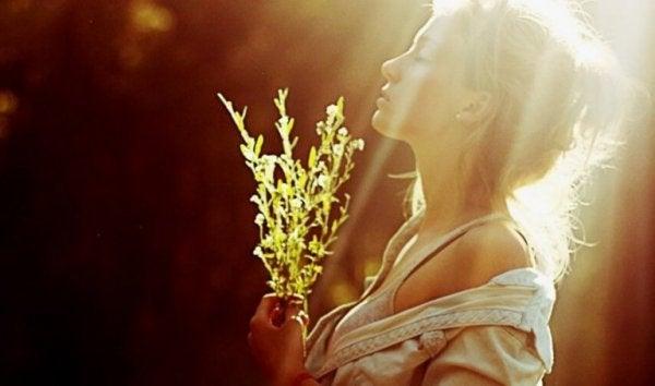 꽃을 든 여자