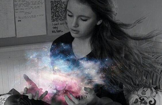 우주 빛 여자