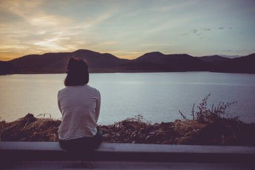 아픔을 통해 성장하며 괴로움은 피하기