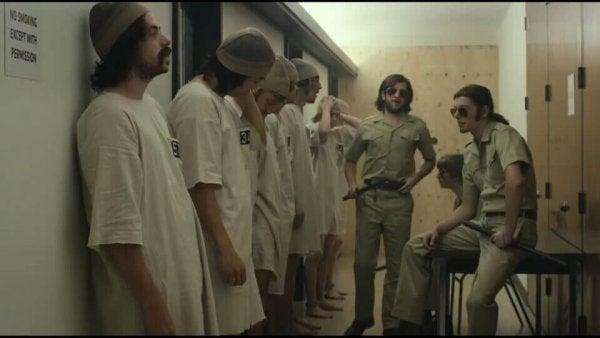 스탠포드 감옥 실험: 착한 사람들이 악하게 변하는 이유