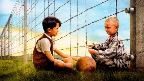 줄무늬 파자마를 입은 소년: 쇠창살 너머의 우정