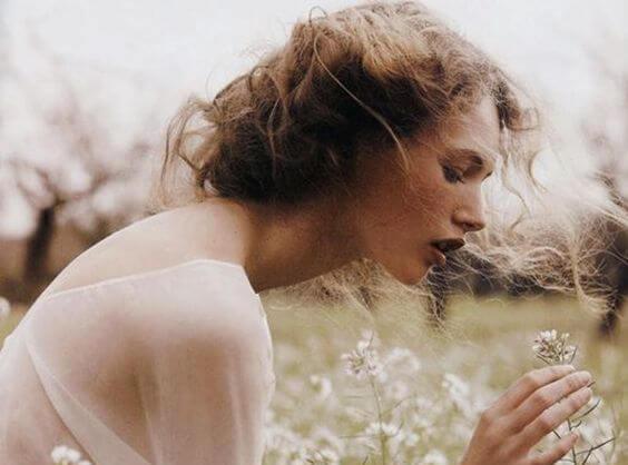 흰꽃과 여자