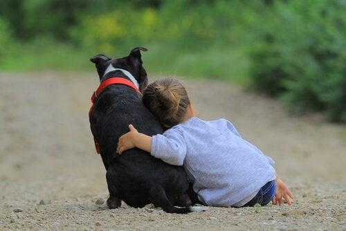 아이와 반려동물 사이의 유대 관계
