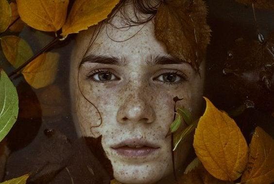 가을 잎 슬픈 남자: 아무도 날 사랑하지 않는다는 기분