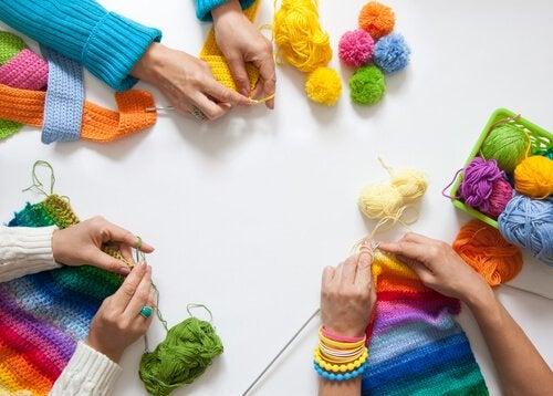 뜨개질하는 친구