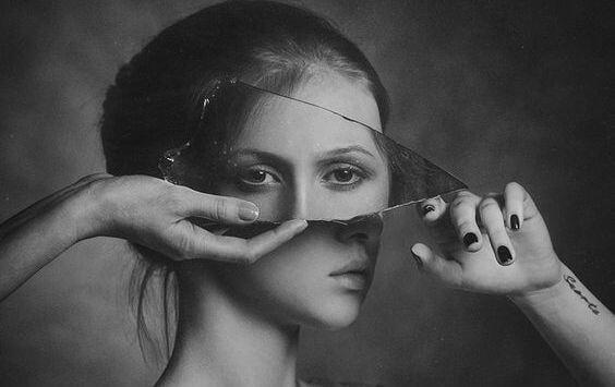 거울 속 얼굴