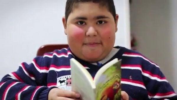 루벤 다리오 아바로스: 독서가 약이라는 것을 보여준 소년