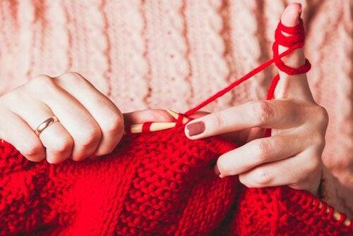 뜨개질이 감정에 도움이 되는 5가지 이유