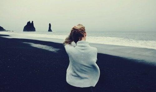 해변의 여자
