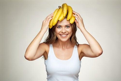 바나나를 쓴 여자