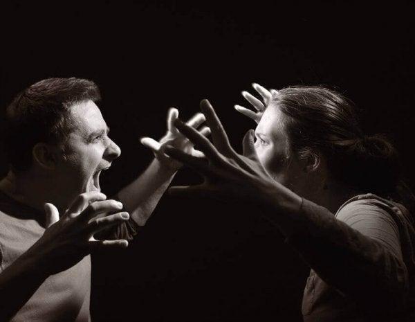 헤테로 공격 행동: 이것은 무엇이고 어떤 행동인가?
